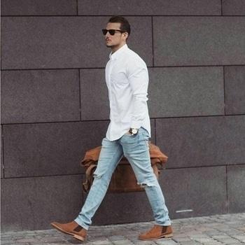Casual style....  #mensfashion #menswear #mensstyle #fashion #fashionista #fashionformen #mensfashionpost #style #blog #blogger #fashionista #accessoreries #designer #luxury #lifestyle #couture #ootd #picoftheday #dress #shorts #heels #shoes #life #bloging #instablogger #adityathaokar #maleblogger #slay #redcarpet