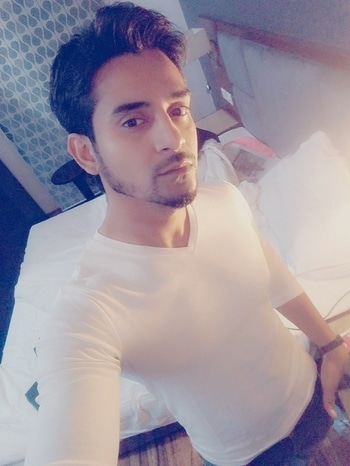 bright white#whitet-shirt#casualoutfit#ropososelfie#roposomen #morningclicks