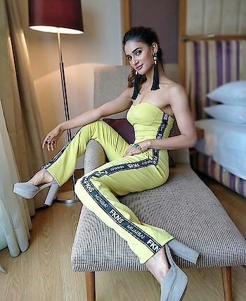#jumpsuitlook #neongreen #fashion-blogger #designer-wear