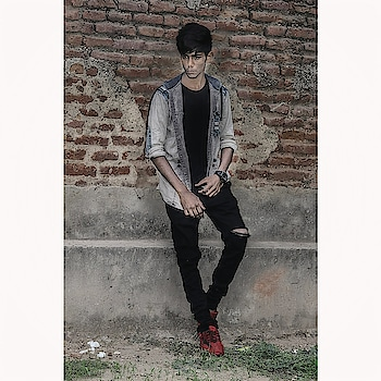 #jasim___shaikh #hairstyleing #men-fashion #jasimshaikh #ropo-look #instapic #instagram #instagrammars #roposo #roposo-fashion #roposo-style #menfashionblogger #indian #india  #ahmedabad #gujarat #sarkhejroza