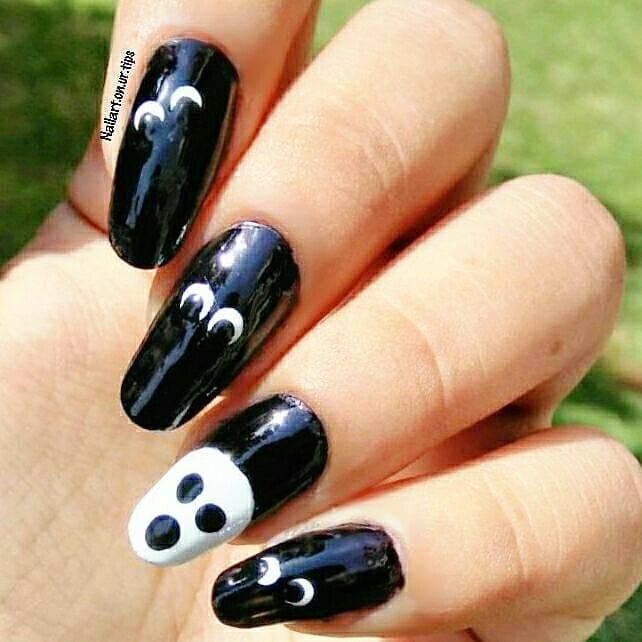 Halloween nails #nailpolish#essie#opi#f4follow#like4like#instagood#inspirationalquotes#followforfollow#prettygirls#nailsofinstagram #nailsoftheday #notd #halloween #halloweennails #halloweennailart #easyhalloweennailart #stampedhalloweenails #yagala #halloweennails2017 #ejiubas #skullnails #skullnailart #instanails #naildesign #girl #naturalnails #naturallongnails #polishaholic
