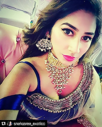 CLIENT DIARIES! . Bringing to you Droolworthy Chokers for the perfect Event that you have to attend! Pair it with either Indian or Western Attire and Rock the next event with total Grace and Style! 💖💖 . Our Gorgeous Client here shows how to do it in Style! 💞 . #Repost @snehasree_exoticc (@get_repost) ・・・ In ❤ with My Jewellery Collection From #Gehnoor . www.gehnoor.com 💻 . FREE SHIPPING anywhere in India 🚙 . Cash On Delivery Available across India 💲 . WhatsApp at 07290853733 📱 . www.facebook.com/Gehnoor/ . gehnoor@gmail.com 📝 . #bride #goldjewellery #kundannecklace #traditionaljewellery #indianbride #photooftheday #instabride #bridalwear #bridaljewellery #tags #like #likeforlike #followfollow #followus #followback #gehnoor #earrings #chandbali #kundan #pastel #pastelshades #usa #canada #uk #saudiarabia #uae #choker #everydayphenomenal #fashionblogger #indianfashionblogger