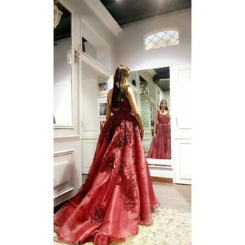 Calling the weekend with sumptuous gown trails and diaphanous luxe fabrics @labelnityabajaj  #happytrials #happytrails and #happyus #stylefiles at #NityaBajaj  Rich #eveningwear #eveningdress #eveninggown #labenityabajaj #crimson #maroon #red #studonityabajaj #happycustomers #happycustomer #happyclients #dubai #uae #jakarta #gownstyle #gown #gowns #instagown #instafashion #instafollowers #gownstyle #gowndress