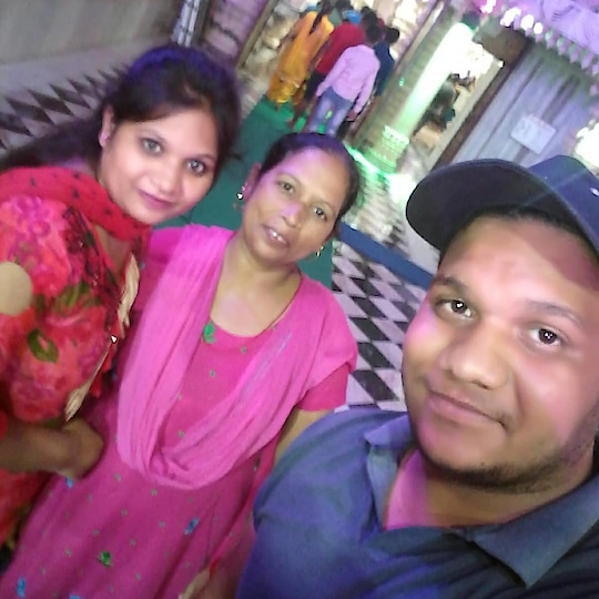 #goodvibesonly #familytime #familylove #sisbrolove #bestbrother #worldbestmom #momentscaptured #red-red #pinked #happyhours #happymode #beautifulpic #awesomeday #awsomeclick #followformore #followmeplease #roposo-style #roposo-mood #roposo-creativeartist