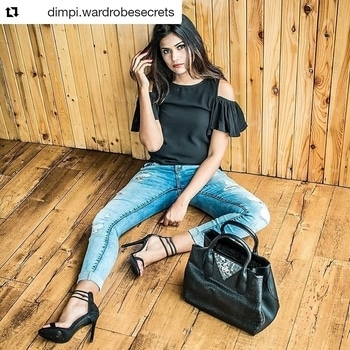 #Repost @dimpi.wardrobesecrets with @repostapp ・・・ / Effortlessly Stylish Saturdays 👖🕶 with @dealjeans . . 📸 - @kanakaksharma  #wardrobesecrets #streetstyle #dealjeans #denim #casual #stylish #indianfashionblogger #ootd #PlixxoBlogger #plixxoblognetwork #POPxoBlogNetwork #POPxoBlogger