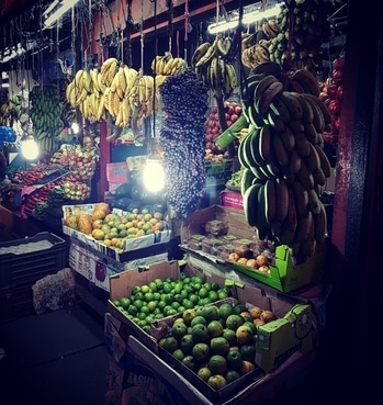 #market #fruitmarket #fruits #indianmarket #bazar #banana #guvawa #keralabanana #blackgrapes #papaya #orange #lime #kiwi #apple #s7edgephotography #ernakulam #kochi #kerala #streetmarket #streetphotography #streetfruits #indianstreetmarket