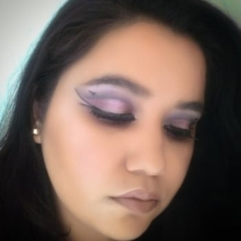 Quirk 💖 so today i am in quirky mood and crated this random look which again shows my love for eyeliner with two strokes. For liner I used kaily gel eyeliner and for the lips I used kailys Matt liquid lipstick from her bday collection. I love @kailycosmeticos they products are pretty good and pigmented. #thegirlything💖 #quirky  #eyegameonpoint #linergame  #eyelashes  #makeupartist  #makeupaddict  #blogger  #bloggerstyle  #makeupblogger  #eyeshadow  #followme  #fanfollowing  #mynewmakeupstory #nudelips