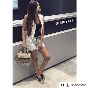 #Repost @shabostoc with @repostapp ・・・ I've styled two looks while I was shopping at infinity in the newly launched deal exclusive store comment below of which one you like the best , swipe left to see the other look !! @dealjeans  @e2ofashion 📸 @divyesh.vanzara #shabostoc #ootd #dealjeans #newstore #white or black