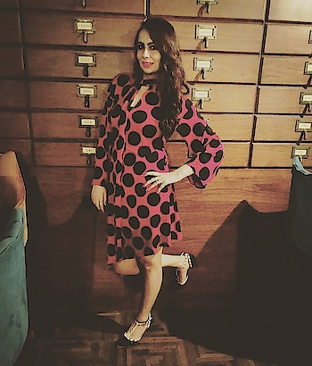 POLKA LOVE ❤❤ Not all the time necessary to wear Jazzy dress for a night party, rather a Simple Polka dress looks Stunning and Classy😎  Disclaimer:A short and simple polkadot dress wear with black and Beige Peeptoes, Open curly  Hair with your oomph and you are ready to rock girls.  Dress-: @zara  #polkadotdress #classydress #shortpolkadress #zara #opencurlyhair #simplystyleyourspace #maystylebewithyou #blackpeeptoes