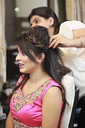 bridesmaid  look by vanshikha! . . . #thesnugstyle #ropo-makeup #bridalmakeupartist #vanshika #ropo-love #ropo-good #ropo-style #ropo-beauty #ropo-foodie #ropo-post #ropo-fashion #ropo-makeup #ropoing #ropofam #ropofollowers #roposo-makeupandfashiondiaries #roposo-mood #roposoness #okyloveubyee
