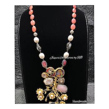 Handcrafted real pearl necklace 💞  For bookings  CALL9250236640  Text7503577614  #kundans #traditional #earrings #earringswag #weddingglam #jewellerylove #onlineshopping #ontario #_jaipuri_jewels #ootd #newzeland #destinationwedding #jadau #haldifunction #pakistanijewellery #dailywear #photooftheday #sharjah #dubai #weddingjewels #_jaipuri_jewels #punjabiweddings #canadianbrides #rajputijewels #rajasthanijewels #hasli #necklace #jewellerylove #jewelerygram