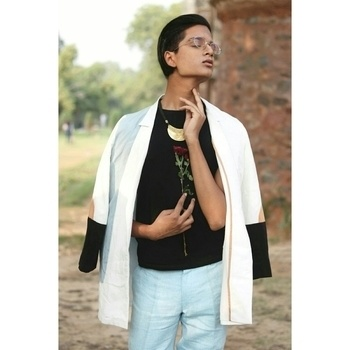 💋😵 First photoshoot 😵💋  #photoshoot #photoshootdiaries #poser #delhifashionblogger #delhifashion #delhidiaries #delhiguy #hair #hairandmakeup #hairoftheday #formals #formalwear #formallook #formaloutfit #formalfashion #formalhair #formalhairstyle #rose #model #college #collegefashion #collections #collection #lovebirds #iamdesign #dhruvkapoor #zara #fashionfile #lookoftheday #lookbook #stylistlife #stylistdiaries #menonroposo #mensfashionpost #mensstyle #jawline #jawlineonfleek #highlightandcontour #highlight #lipsonfleek #lipsoftheday   #photography
