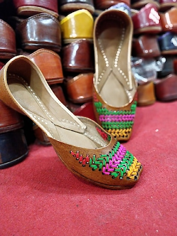 casual jutti for her  #juttilover #juttis #footwear #shoesforgirls #sneakers #different-is-beautiful #leather #women-fashion #online-shopping #womensfashionreview #wedding-outfits #ropo-beauty #onlineshoppinginindia #online_fashion_store