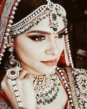 Lookin out for ya . . MUA- @himanshiverma0  . . . . . #makeup #indianbride #weddings #wedding #weddingdress #royalwedding #wedmegood #bridal #bridetobe #bridalmakeup #aesthetic #padmavati #dp #makeupartist #mua #deepikapadukone #look #eyemakeup #aashimalamba #thebasicrebel