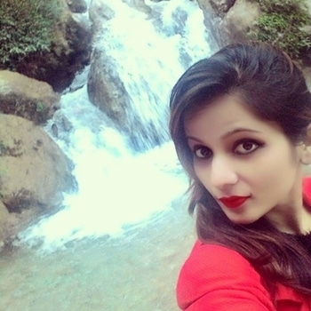 #redlipcolor #redloveforever #naturekepass #beautifulplace #waterfall #awesomeme #scenicbeauty #travelfashion #ropo-style #ropo-good #roposo-lov