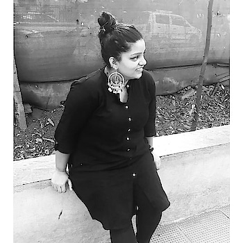 Me: wondering how soon I'm going to conquer the world...!!! That WINNING smile...!!!! . . . . . . . #wondering #conquer_la #conquer #keepsmiling #silver #black #blacklivesmatter #blacklove #bun #longhair #colors #queen #curlyhair #longwavyhair #highlights #fashiondesigner #fashion #fashionblogger #blogger #bloggerforlife #showerlove #instafam