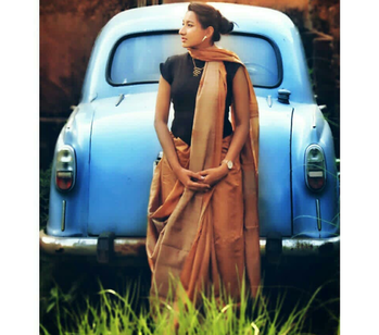 """Eleanor was right. She never looked nice. She looked like art, and art wasn't supposed to look nice; it was supposed to make you feel something."" ~ Rainbow Rowell. . . . . Wearing a handloom saree with a black turtleneck & accessorized the outfit with gorgeous pieces from @voylla Art Skool Collection and  #MyClassic @danielwellington .  #followmeformoreupdates #indowesternoutfit #indianfashionblogger #kolkatafashionblogger #fashion-blogger #fashionableaccessories #mumbaiblogger #delhibloggercommunity #punefashionblogger #bangalorefashionblogger"