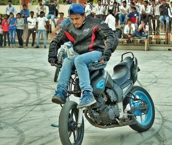 #stuntshow  #iimt #university  #bike stunt #Stuntriding #yamaha #yamahafz #passion #professional #professionalwork