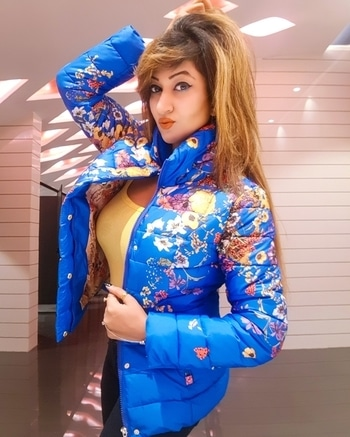 What I lOve Of winters..cOld☃️weather n wearing hOodies n Jackets Specially frOm @helloswagger  😍🛍in lOve with this Blue Unique FlOral Jacket💟Guys Chk Out this page n start Ordering💳💻 ------------- #fashionpassion #BlondeBabe #floraljacket  #bluejacket  #winterishere  #HelloSwaggerOfficial #roshnikapoor  #HauteManmzel #diamondgirl  #queenism  #fashionblogger  #happyweekend  #puneblogger #helloswagger