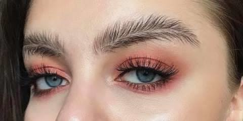 The newest trend evolving in 2017 : #FeatherEyebrow Trend  what you have to say about this ?   #hashtaggameon #beautyblogger #featherbrow #newtrend #trend2017 #eyebrowstyle #makeupforeyebrow #beautybrow #curlupbrow #curledeyebrow #fairyfeatherbrow #uniqueeyebrow #stylingbrow #getfeatheronyoureyebrow #colorbrows