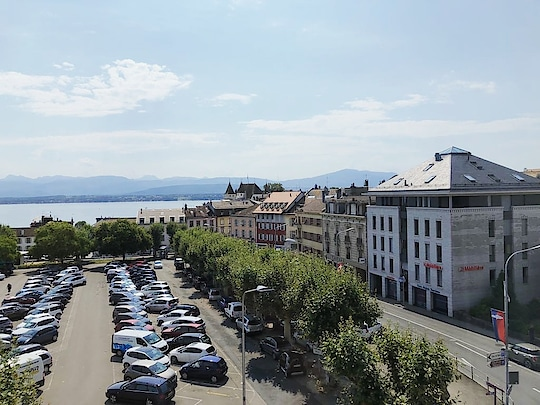 Good Morning Nyon 🌞😍 View of #lakegeneva from my hotel room ☺☺ #nyon #switzerland🇨🇭 #nbamtravels  . . (sorry for being so inactive here peeps 😔) . . . . . . . . #naturalbeautyandmakeup  #travelling  #travelblogger  #roposotraveldiaries  #travelphotographer  #hotelview #travelblog #roposotravelling #traveldairies