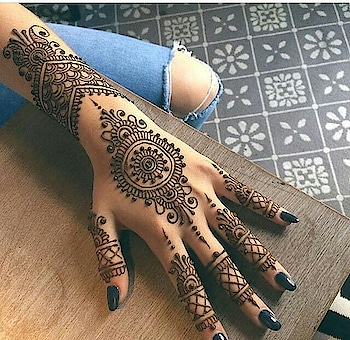 how's ds mehndi design..? like it or nt... hurry cmnt....  #me #imaginary #diva #divagoals #attitude #perfect #awesome #vogue #women #mehndi #design #pretty #beautiful #hands #nail #color #black #follow #followforfollow #followmenow #lyk
