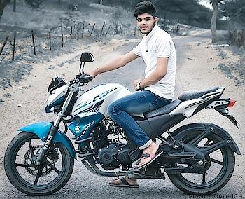 #princedadhich #model #blogger #bloggerlifestyle #beard-model #modelshoot #bike #yamaha #fzs #yamahafz #bhramin