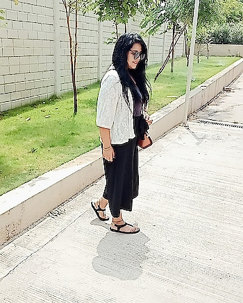 Caption this....! #blogging  #influencer  #roposopost  #blogpost  #blogging  #summer  #sexy-look #look #styling #ropo-style #punefashionblogger