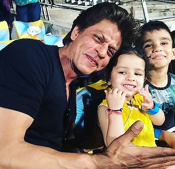 King Khan Vit Ziva Dhoniiiiiiiiii Cutest Pic On The Internet Today!!!😍💕😍 Love yuuuu Cutiepies 💋❤️ #ilove #cutepic #cutieee #srk #dhoni #zivadhoni #cutiepies #ipl11 #kkr #csk #kolkatanight #chennai #whistlepoduarmy #kkrhaitaiyaar #ropo-love #beatschannel #filmystyle #bollywood #cricket #filmykeeda #ropolover #kingkhan #beatschannel #roposoviral #ropoloveking