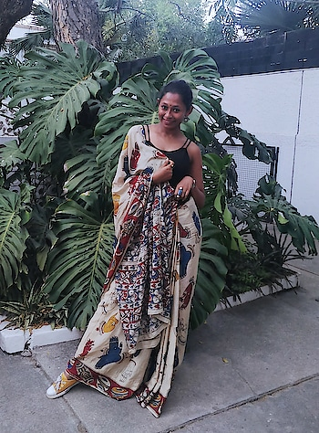 खुद को देखा तो ये खयाल आया ज़िन्दगी धूप मैं घना साया।  #pliepalazzo #blogger #influencer #fashionblogger #indianfashionblogger #fashionbloggerindia #ethnic #ethnicdiaries #saree #sareegirl #kalamkari #fashionchannel #soroposo #roposolove #follow #followme #style #outfitoftheday #ootd #roposo-fashion #roposochannels