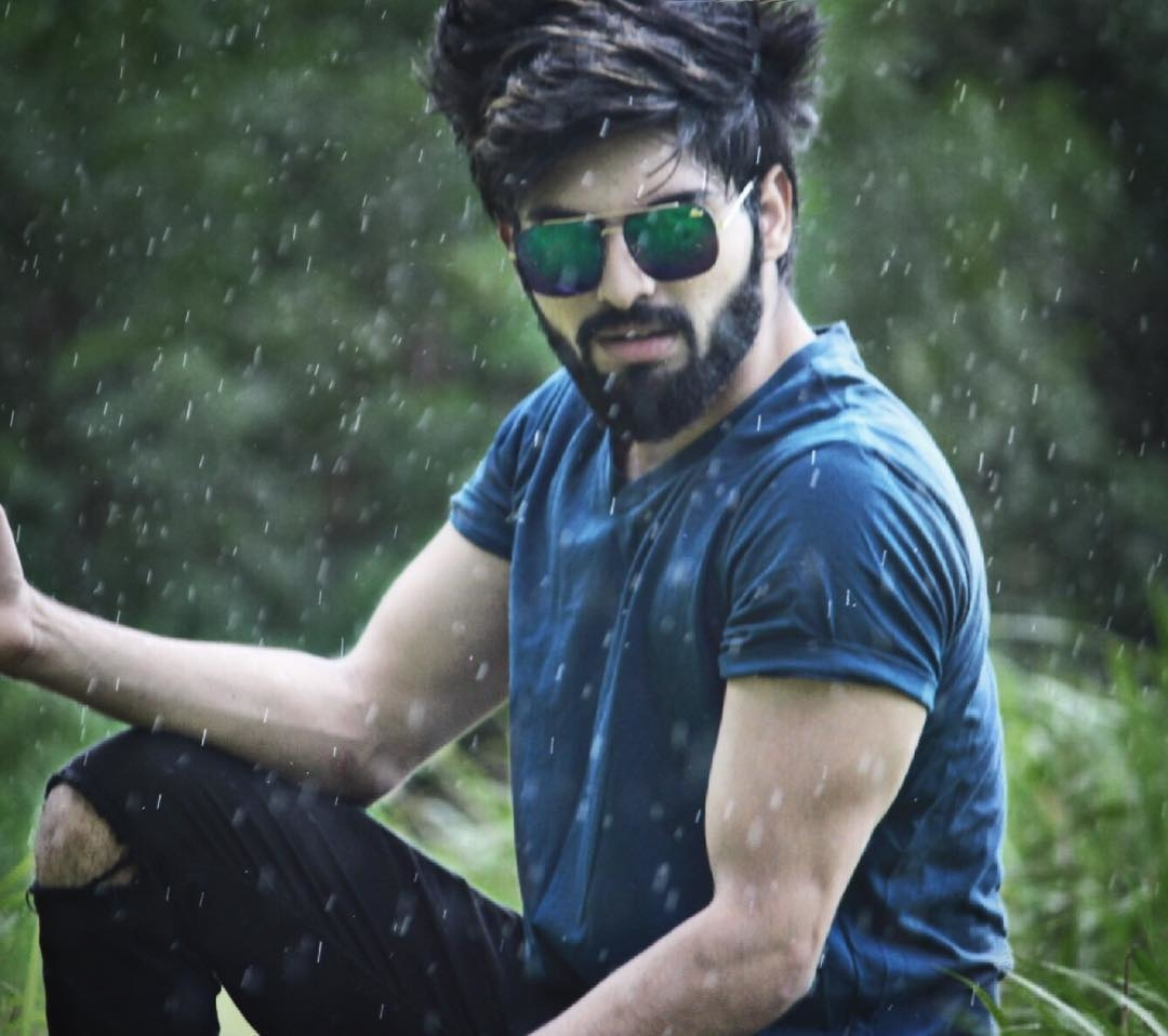 jubin____shah#goodevening #picoftheday #pic_credit #rain #beard #love #♥️ #beardjubin follow @perfect.fashion.hub  Pic credit ;- @ajeetsingh_44