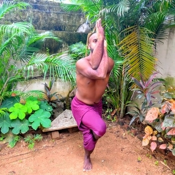 Garudasana or eagle pose  . . this pose helps you work into the hips and shoulders and challenges your sense of balance. . . #fitness #fitnessmotivation #yoga #yogainspiration #yogaposes #yogachallenge #yogaeverydamnday #yogainstructor #yogaforlife