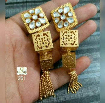 Golden Tassel Earrings 💛   💎💎💎💎💎💎💎💎💎💎💎💎 °Manufacturer Of Kundan Jewellery° ✓All The Kundan Jewellery Pics Posted On The Page Are Always Available ✓  °Everything Is Made On Order° ✓Any Colour Can Be Customised As Per your Preference✓ ✓contact - 9999274651✓ °Contact For Wholesale Jewellery° °Join us as a reseller° ✓whatsapp 9999274651 for enquiries and placing Orders 💎💎💎💎💎💎💎💎💎💎💎💎  #tasselearrings #tasselslove  #look-gorgeous  #indowesternlook  #Indianjewellery #traditionaljewellery #classystyle  #weddingjewellery #weddingseason #Golden  #allaboutjewellery #Newdesigns #earrings
