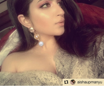 #Repost @aishaupmanyu wearing these gorgeous earrings from @theredbox_official 🥂 • • • • • • Fading away . . . . . #theredbox #modelsofinstagram #fashion #instafashion #styleinspo #vocalforlocal #smallbusinessowner #fashionista #everydaystyle #whatiwore