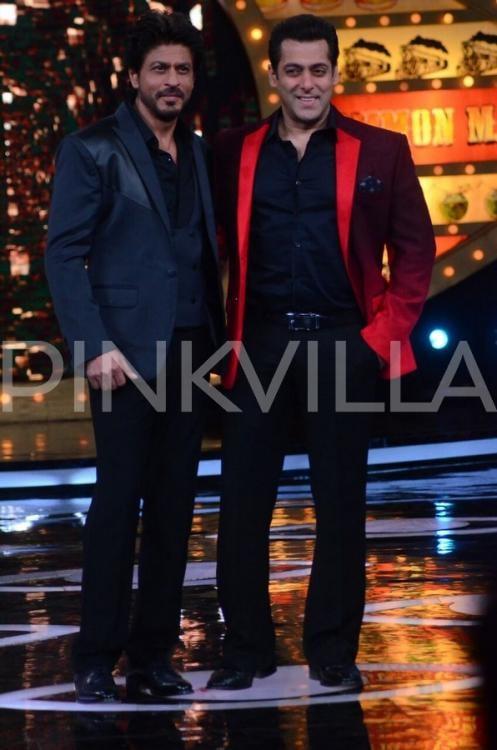 SRK and Salman's adorable dostana on the sets of Bigg Boss 10!