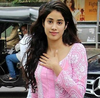 #janvikapoor #shoestyle #natural-look #filmistaan