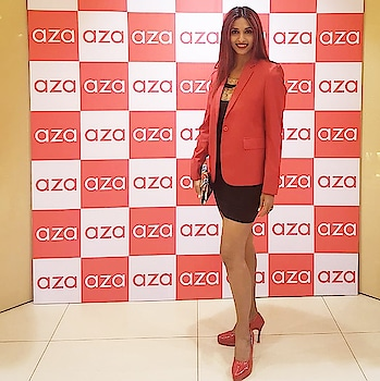 Lovely evening @azafashions #holidayedit  with a wonderful mix of designers curated by dear friend @eshaamiin1 @devanginishar so lovely to see you and how beautifully brand #aza is blooming with your brilliant ideas and hardwork and ofcourse lovely #alkanishar @atulnishar1 who have always been so warm and hospitable 😊🤗 #fashion #style #mumbailife #sandhyashetty #theholidayedit