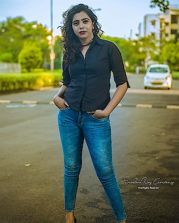 Chalta hai kya 9 se 12?  📷 @suchetanaroychowdhury   #kolkata #kolkatafashionblogger #kol #streetphotography #photography #picoftheday #portrait #black #wiw #ootd #thursday #fashionblogger #trending #influencer #insta #instagood #instadaily #instamood #instablogger #browngirls #happiness #curvygirl #longlegs #curlyhair #indian #cute #followforlike