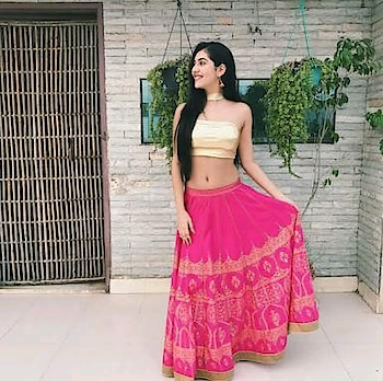 #traditionallook #pink #pinkandgolden #blousedesign #lehangas #different-is-beautiful #innerbeauty