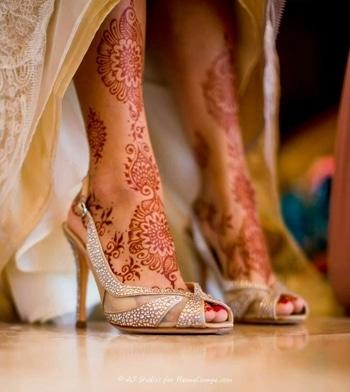 #roposo#photography#footwear#highheels#weddingdress#bridal#mehndi#dressmaterial