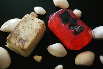 This is in the continuation to the series of @humblebeeluxury brand product reviews.  So I have tried this two new soaps which are hand made with love.  1. Watermelon with activated Charcoal - 100 gms for rs 150 Contains : veg glycerin, activated charcoal, tea tree oil, rosemary oil, almond oil, vitamin e oil, color, fragrance and handmade love 💠my experience with this soap is really good. The smell of the soap is fruity. This soap contains the essential oils which are very useful for the skin. The activated charcoal is placed inside the soap very beautifully. This soap does not lather much as it is organic and it doesn't dry out your skin too.  2. Spicy moisturizing olive - 75 gms for rs 150 Contains Olive, veg glycerine, pepper, cinnamon, clove almond oil, orange oil, vitamin e oil and handmade love 💠 the spices of this soap gives the aromatic smell while bathing. It gives mild scrubbing to the skin when you rub it on your skin due to the outer layer of spices. This soap is moisturising and don't leave any white residue on the skin. 💠The best thing of these soaps are that they are organic, doesn't contain the harmful chemicals and does not melt down easily so it lasts long.  I am going to share detailed blog post soon on the blog after using it completely. So stay tuned.  #beautyfitnessfunda #beautyblogger #skincare #skincareroutine #luxurybathproducts #luxurybathing #bathingsoaps #luxurysoaps #handmadesoap #organicproducts #organicbrand #vadodarablogger #indianbeautyblogger #ahmedabadblogger #mumbaiblogger #productreview #honestreview