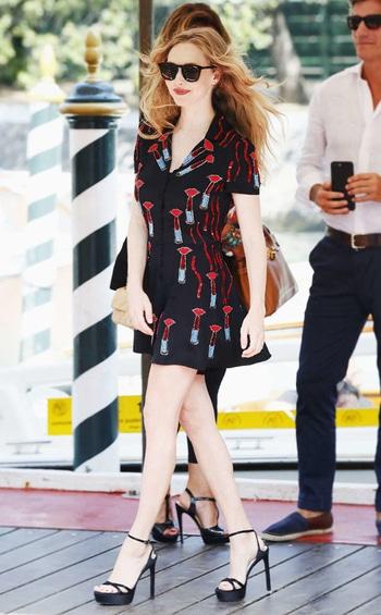 My Favorite Looks of The Week |August 26th - September 1st  Between red carpets and IRL sightings, here are my favorite looks of the week.  https://zainabtravadi.blogspot.in/2017/09/my-favorite-looks-of-week-august-26th.html  #AlyciaDebnamCarey #AmandaSeyfried #CandiceSwanepoel #CaterinaShulha #IzabelGoulart #DakotaJohnson #ElleFanning #GigiHadid #GretaScareno #JasmineTookes #JenniferCarpenter #JuliaMichaels #KristinCavallari #MariaBorges #MarthaHunt #Lorde #SaraSampaio #streetstyle #redcarpet #favorites #fashion #style #indianblogger