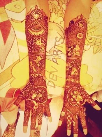 #MehandiDesign By DEV Mehandi #BridalMehandi, #IndianMehandiDesigns, #ArabicMehandiDesigns, #GlitterMehandi The most #Experienced #Mehandi #Designer in Delhi.  Book your Appointment Now Contact US @ DEV ARTS  +91-9560087161 www.devmehandiarts.com