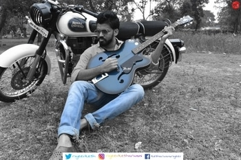 another one from shoot 😎😎 #me  #royalenfield #handsome #gabru #2017 #photoshoot #playingguitar #look #nikond5500  #roposotalenthunt
