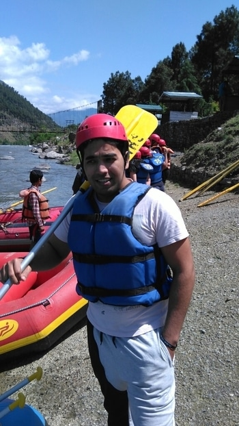 fast &waterious  #speed #boat #river #rafting #beautiful kullu manali  #roposo #adventure #sportswear #sporty #spots