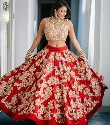 #redlehenga #croptop #brides #wedding #wedding-lehnga #bangles #earrings #necklace