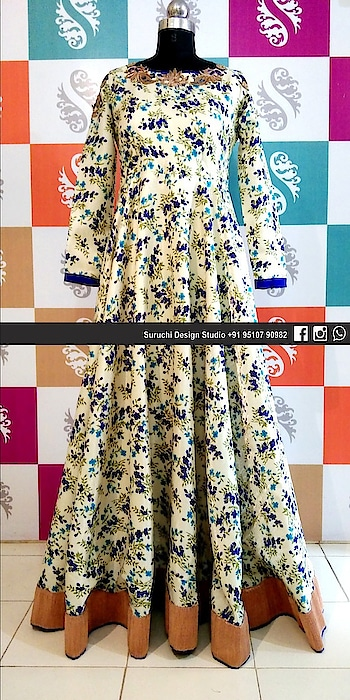#gowndress #eveninggown #eveningwear #customized #happycustomer #happyface 😍#designeroutfits #designerwears #flowereddress #fashion #vadodara #gujarat #suruchidesignstudio  #by_naineshpancholi  📲For details call us on 09510790982