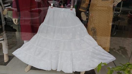 #womensfashion #womenroposo #womenwear #bottomwear #chikankari #shaaneawadhchikankari #shivamchikan #lucknowi #lucknowchikankari #skirt  #white