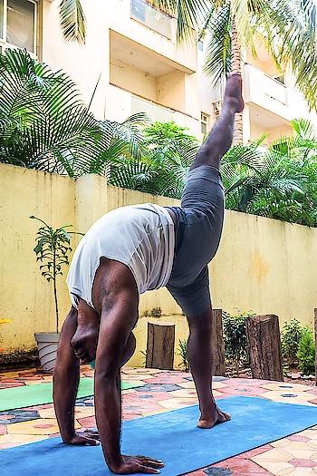 Blind Fold Yoga  . . . . #yoga #blindfoldyoga #yogasadhana #yoga4roposo #yogaeveryday #yogalife #yogafit