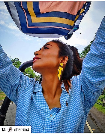 #happycustomers #happycustomersaretheprettiest #Repost @sherriied ・・・ A Breath of Fresh Air, Some Wind in My Hair; Underneath that blue Sky Carefree and Wild! This is where I belong!!! #stateofmind #assam #northeastindia #comevisitnortheast . . . #theredbox #crazysexycool #flash #flashearrings #quirky #quirkyearrings #yellow #sopretty #love #instalove #earrings #jewellerylove #itwasallyellow